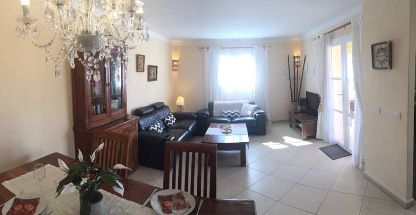 Wohnzimmer Casa Lavanda, Klimaanlage, Sat-Tv, 2 Sofas, grosser Esstisch