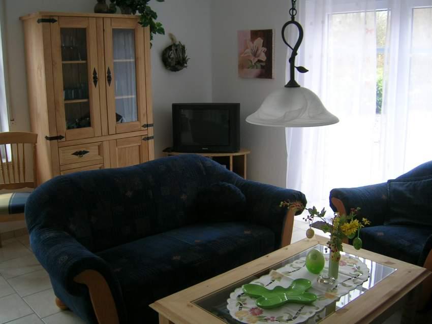 Wohnzimmer - auch im Haus Leuchtturm und Füürtorn, ein großes, helles Wohnzimmer mit Ausgang zur Terrasse
