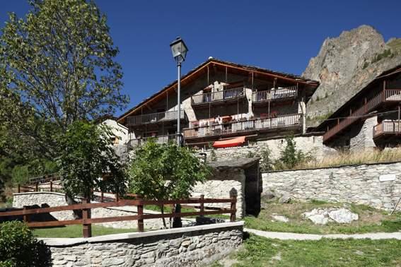 Das Haupthaus mit restaurant und Bar