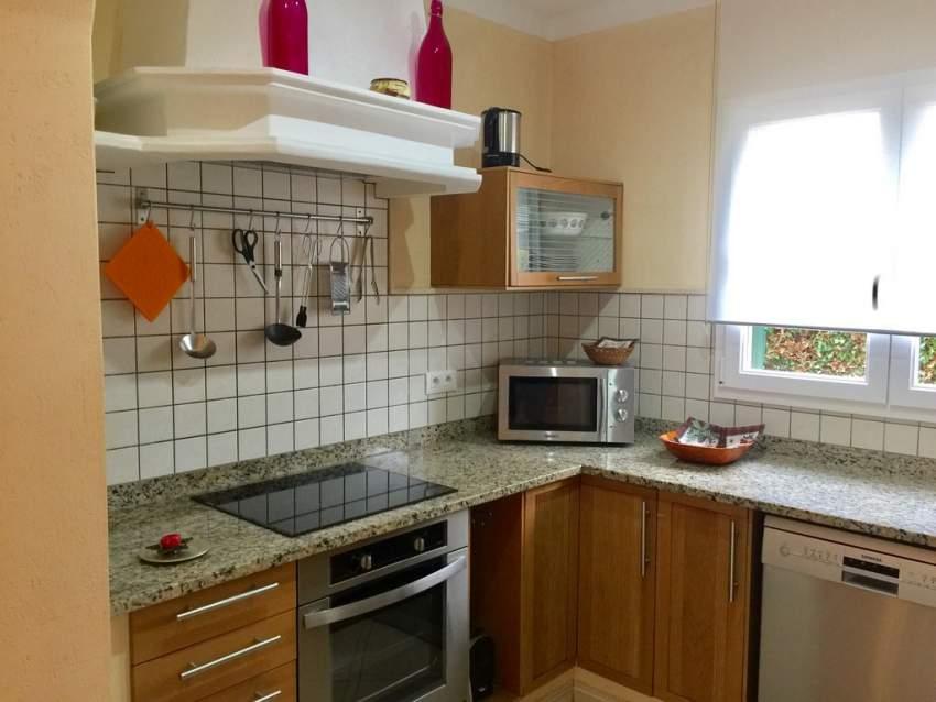 jedes Haus mit einer komplett ausgestatteten Küche