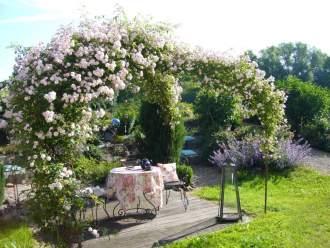 Ferienwohnung Ferienidyll Aumühle - Baden Württemberg   Rot am See - Genießen Sie den Sitzplatz unterm romantischeen Rosenpavillion