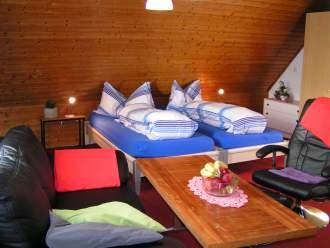 Bauernhofurlaub - Ferienwohnung in Winikon,, Zentralschweiz - Studio gross mit Küche, Sat/TV, Polstergruppe und 2 Betten, Dusche/WC