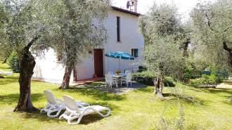 Ferienwohnung Ferienhaus LAURA in Malcesine am Gardasee  - Gardasee - Lago di Garda  Malcesine Malcesine - Ferienahus LAURA in einem 2500 m² großen Olivenhain