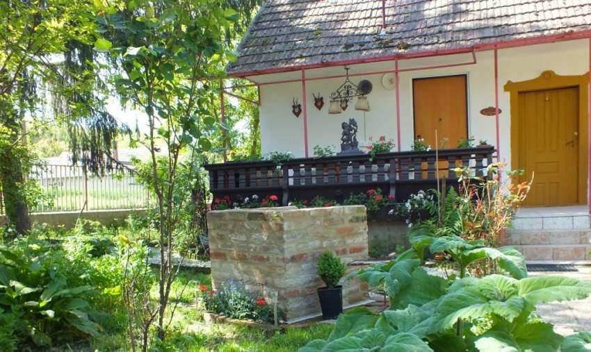 Gartengrill vor der Küchen-Veranda