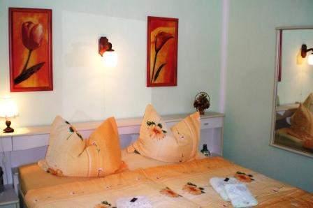 Schlafraum mit Ehebetten