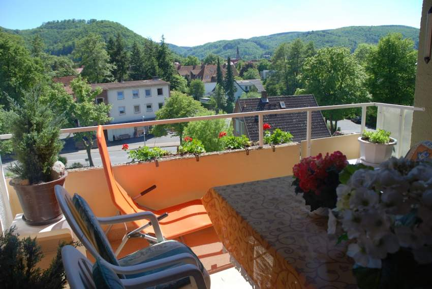 Balkon mit Blick zum Burgberg