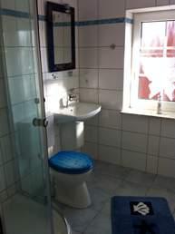 neues Bad mit großer Runddusche
