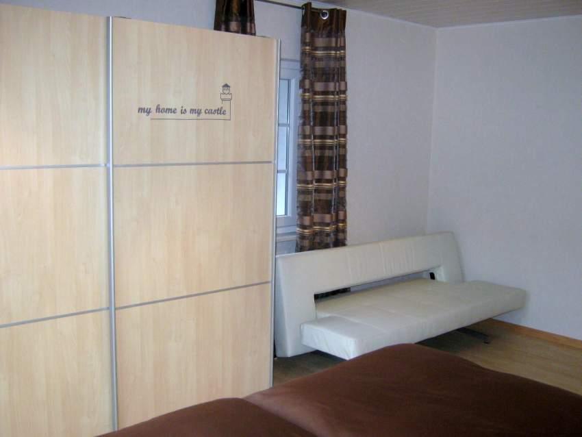 Umklappbare Designercouch im Schlafzimmer