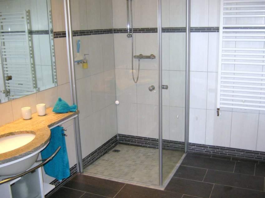 Hochwertige Badausstattung, alles stufenlos