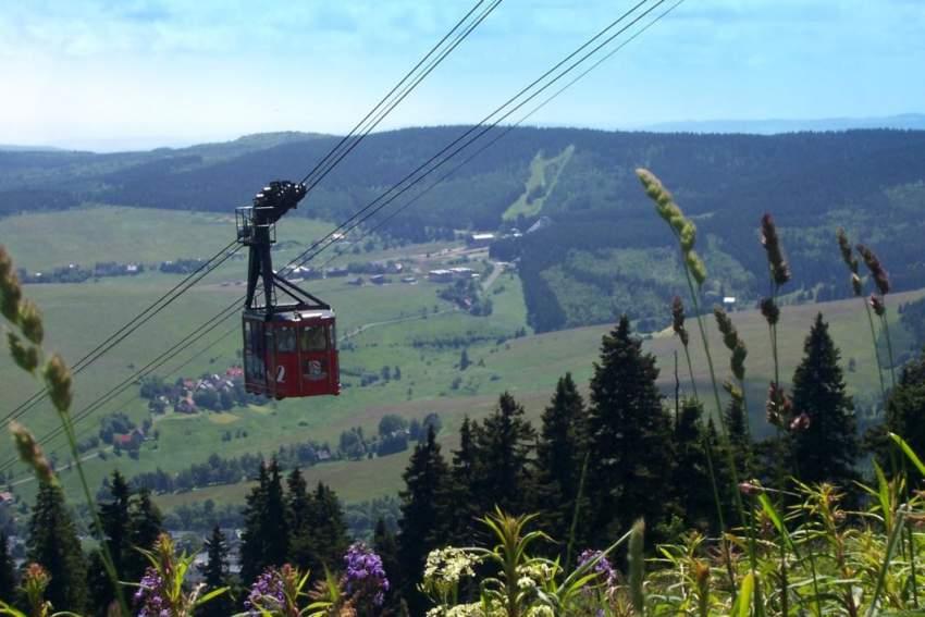Die Schwebebahn im nahe gelegenen Oberwiesenthal