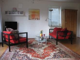 Ferienwohnung & Gästezimmer in Rotenburg/Wümme in Niedersachsen - Blick auf die gemütliche Sitzecke und den wunderschönen Garten