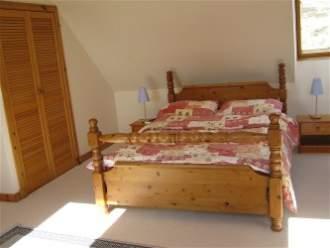 Tigh Sona & Island View - Ferienwohnung in Isle of Skye, Dunhallin - Schlafzimmer 1 mit Doppelbett (Tigh Sona)