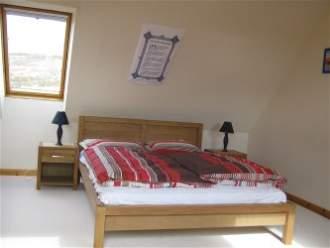 Tigh Sona & Island View - Ferienwohnung in Isle of Skye, Dunhallin - Schlafzimmer 2 mit Kingsize Bed (Tigh Sona)