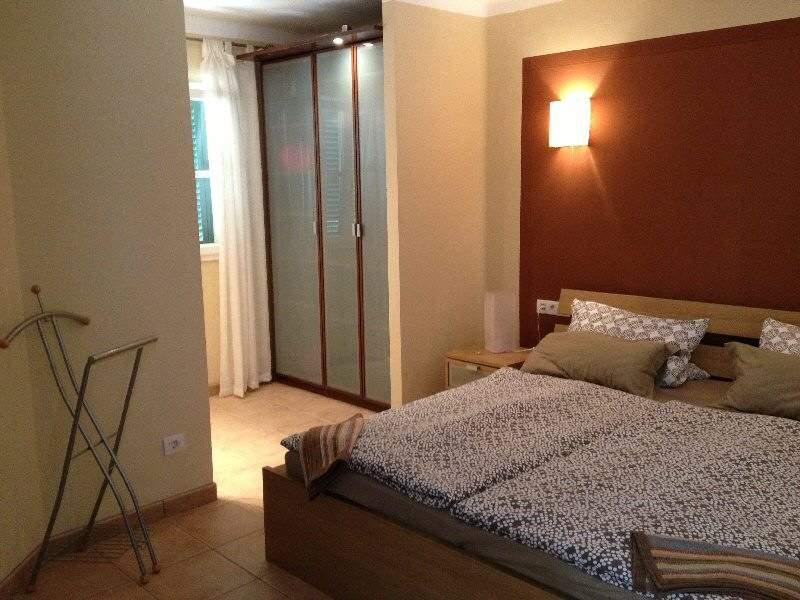 2 Schlafzimmer (eines mit Doppelbett 180x200, das zweite SZ mit Doppelbett 160x200)