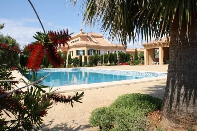 grosser Poolbereich für nur 7 Häuser, Pool 14x8 m, 400 qm Terrassen, Poolhaus mit wlan