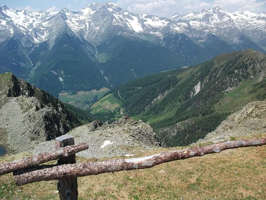 Auf 2500 Meter Höhe mit Ausblick auf die Zillertaler Alpen