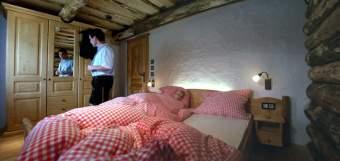 Exklusive Ferienchalets und ur Hütte  - Bild 3
