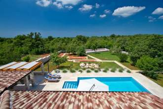 Villa Stokovci mit Pool, Meerb - Ferienhaus -