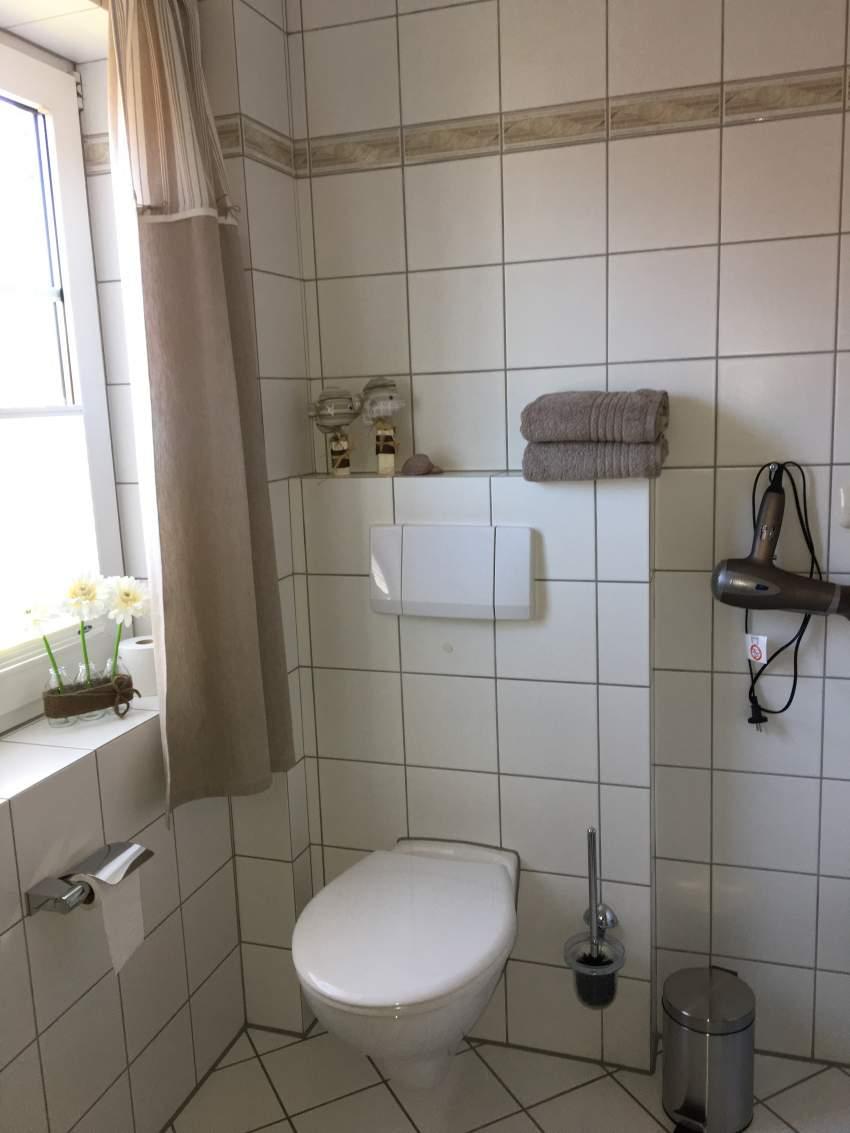 Bad mit Dussche und WC OG