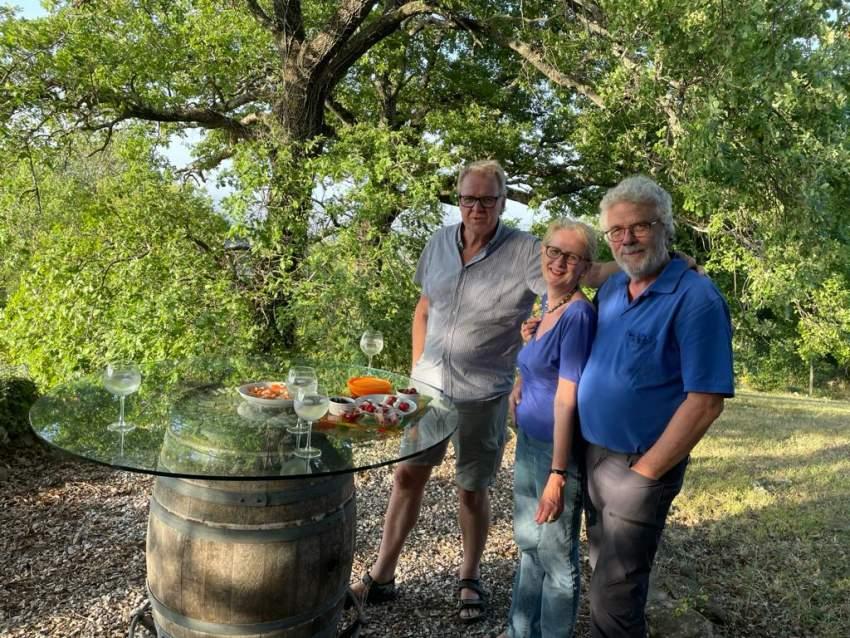 lichtdurchflutetes Badezimmer mit Fenstertür