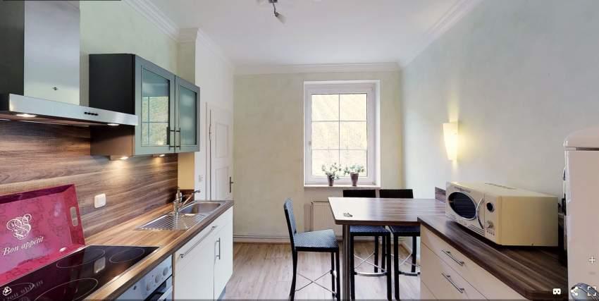 Hochwertig ausgestattete Küche mit Nespresso Kaffeemaschine und Filtermaschine