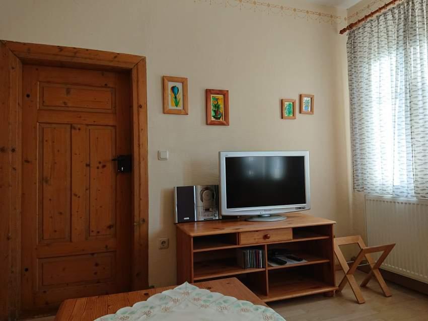 Das Wohnzimmer mit TV / Radio / Player