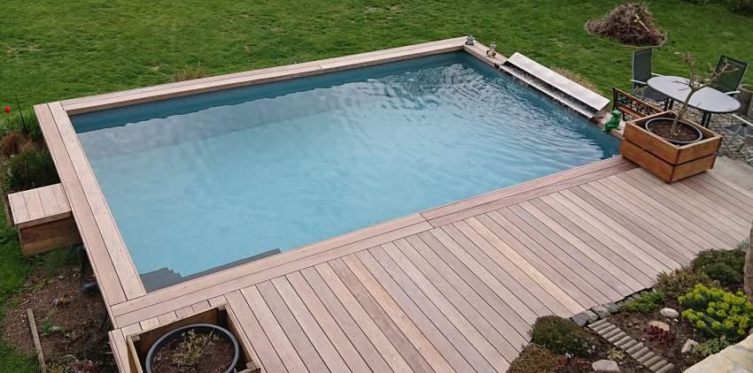 Der solarbeheizte 7 x 4 x 1,5 m-Pool